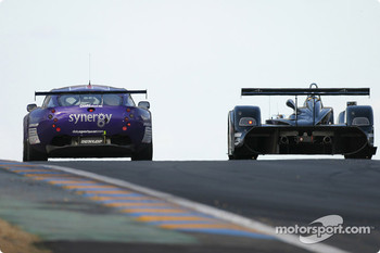#89 Synergy Motorsport TVR 400R: Bob Berridge, Chris Stockton, Michael Caine, #22 Zytek Engineering Zytek O4S: Andy Wallace, David Brabham, Hayanari Shimoda