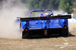 #30 Intersport Racing Lola B2K/44 Judd: Clint Field, Robin Liddell, Jon Field in trouble