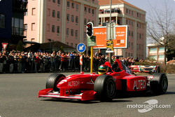 Minardi F1x2 in Johannesburg: Alan van der Merwe drives the Minardi F1x2 in Johannesburg