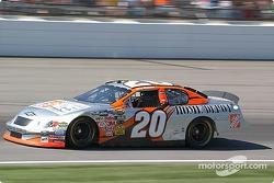 #20 Tony Stewart qualifies for the Brickyard 400