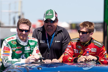 Dale Earnhardt Jr., Hendrick Motorsports Chevrolet and Jamie McMurray, Earnhardt Ganassi Racing Chevrolet