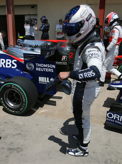 Rubens Barrichello, Williams F1 Team look at the Red Bull