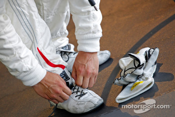 Racing shoes