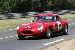 #52 Jaguar E Type 1963: Hugo Payen, Tristan Couedel