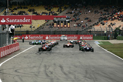Roberto Merhi stalls causing an aborted start