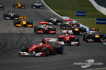 Felipe Massa, Scuderia Ferrari leads the start of the race