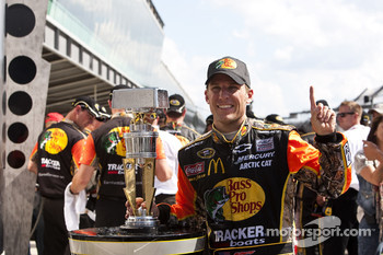 Victory lane: race winner Jamie McMurray, Earnhardt Ganassi Racing Chevrolet
