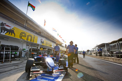 Josef Newgarden and the Carlin team in the pits
