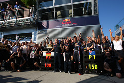 Mark Webber, Red Bull Racing celebrates with the team