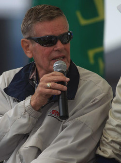 Dan Gurney honored: Bobby Unser speaks about Dan Gurney's cars he drove