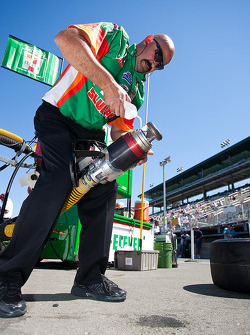 Mechanic works on fueling nozzle of Tony Kanaan, Andretti Autosport