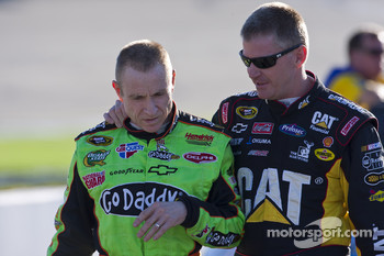 Mark Martin, Hendrick Motorsports Chevrolet and Jeff Burton, Richard Childress Racing Chevrolet