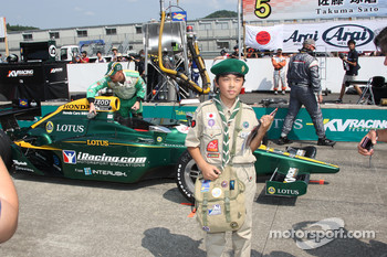 Fan with the car of Takuma Sato, KV Racing Technology