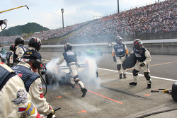 Pit stop for Dan Wheldon, Panther Racing