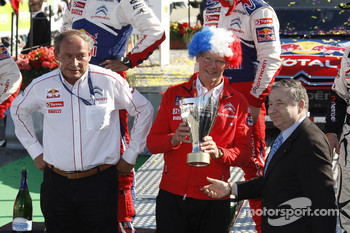 Podium: Olivier Quesnel, Citroën Total World Rally Team and Jean Teodt, President of FIA