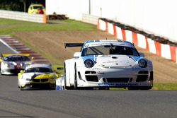 The chasing pack: #12 Muehlner Motorsport Porsche 911 GT3 R: Armand Furnal, Jérome Thiry