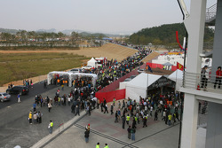 Many Fans arrive at the circuit