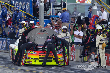 Jeff Gordon, Hendrick Motorsports Chevrolet on pit road with trouble
