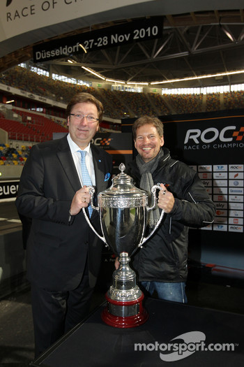 Draw for the race order: mayor of Düsseldorf Dirk Elbers and ROC organiser Frederik Johnson