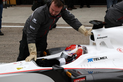 The first run of the C30 with Kamui Kobayashi, Sauber F1 Team, mechanics wear gloves to protect from KERS