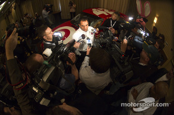 Earnhardt Ganassi Racing with Felix Sabates announced today that Juan Pablo Montoya and Jamie McMurray will return for the 2011 NASCAR Sprint Cup Series (NSCS) season. Montoya will be behind the wheel of the No. 42 Target Chevrolet for the third consecuti