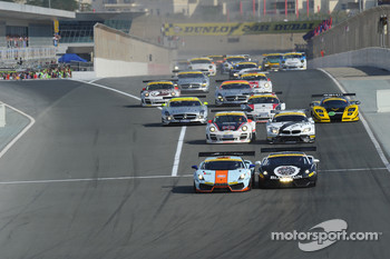 #83 Gulf Team First  Lamborghini LP560: Fabien Giroix, Frédéric Fatien, Roald Goethe, Mike Wainwright lead at the start