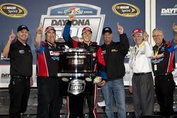 Race winner Trevor Bayne, Wood Brothers Racing Ford celebrates with the Wood brothers