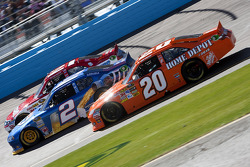 Joey Logano, Joe Gibbs Racing Toyota, Brad Keselowski, Penske Racing Dodge and Trevor Bayne, Wood Brothers Racing Ford