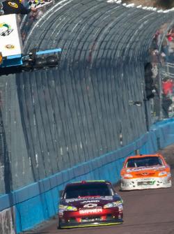 Jeff Gordon, Hendrick Motorsports Chevrolet takes the checkered flag