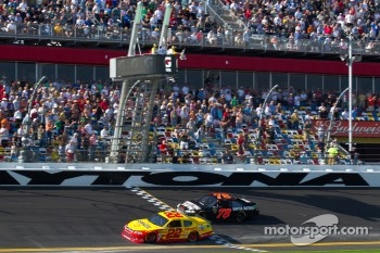 Kurt Busch, Penske Racing Dodge takes the checkered flag in front of Regan Smith, Furniture Row Racing Chevrolet