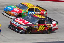 Greg Biffle, Roush Fenway Racing Ford and Kyle Busch, Joe Gibbs Racing Toyota