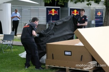 McLaren mechanics take a new floor into the garage