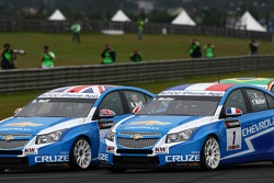 Yvan Muller, Chevrolet Cruz 1.6T, Chevrolet and Robert Huff, Chevrolet Cruze 1.6T, Chevrolet