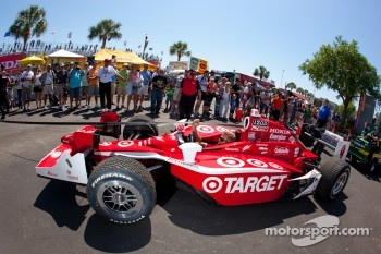 Car of Scott Dixon, Target Chip Ganassi Racing taken the pitlane