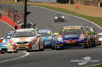 Matt Neal, Honda Racing and Andrew Jordan, Pirtek Racing lead from the start