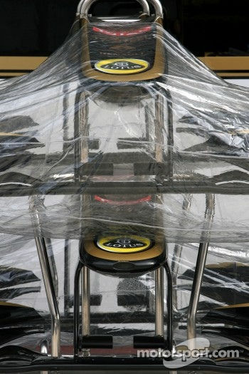 Lotus Renault GP front wings