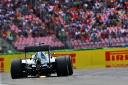 Lewis Hamilton, Mercedes AMG F1 W07 Hybrid sends sparks flying