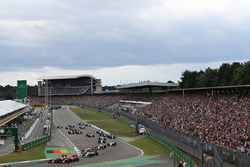 Daniel Ricciardo, Red Bull Racing RB12; Max Verstappen, Red Bull Racing RB12