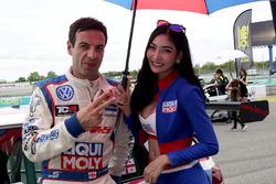 Davit Kajaia, Team Engstler, Volkswagen Golf GTI TCR; Gridgirl