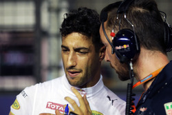 Daniel Ricciardo, Red Bull Racing with Simon Rennie, Red Bull Racing Race Engineer on the grid