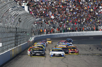 NASCAR Sprint Cup Photos - Départ : Carl Edwards, Joe Gibbs Racing Toyota leads
