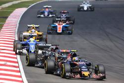 Carlos Sainz Jr., Scuderia Toro Rosso STR11 leads Fernando Alonso, McLaren MP4-31