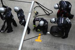 Mercedes pit stop crew