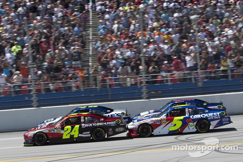 Start: Jeff Gordon, Hendrick Motorsports Chevrolet and Jimmie Johnson, Hendrick Motorsports Chevrolet lead the field