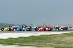 Start: Paul Tracy battles with Sébastien Bourdais and Cristiano da Matta