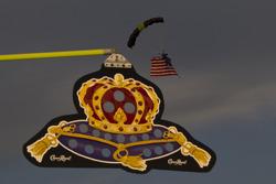 Pre-race parachuter