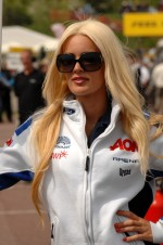 Team Aon Grid girl