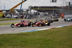 Start: Justin Wilson and Sébastien Bourdais battle for the lead