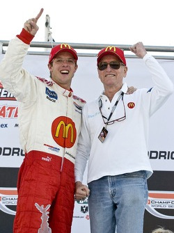 Podium: race winner Sébastien Bourdais celebrates with Paul Newman