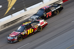 Greg Biffle, Roush Fenway Racing Ford and Regan Smith, Furniture Row Racing Chevrolet